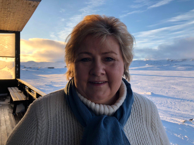 NORSK: Statsminister Erna Solberg mener innvandrere må lære seg norsk for å få sosialhjelp, og innfører krav om dette fra 2020.