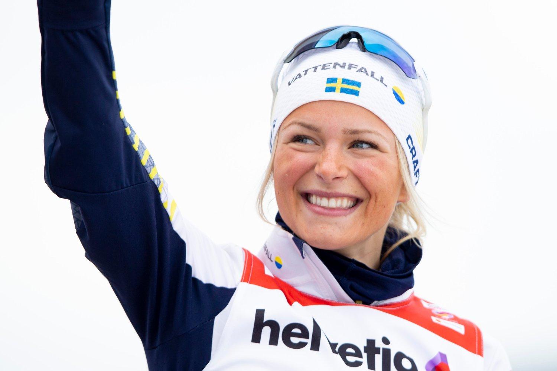 Svenske Frida Karlsson er tilbake på det svenske langrennslaget under verdenscupavslutningen i Canada neste uke. Her fra blomsterseremonien etter 30-kilometeren under ski-VM i Seefeld. Foto: Fredrik Hagen / NTB scanpix