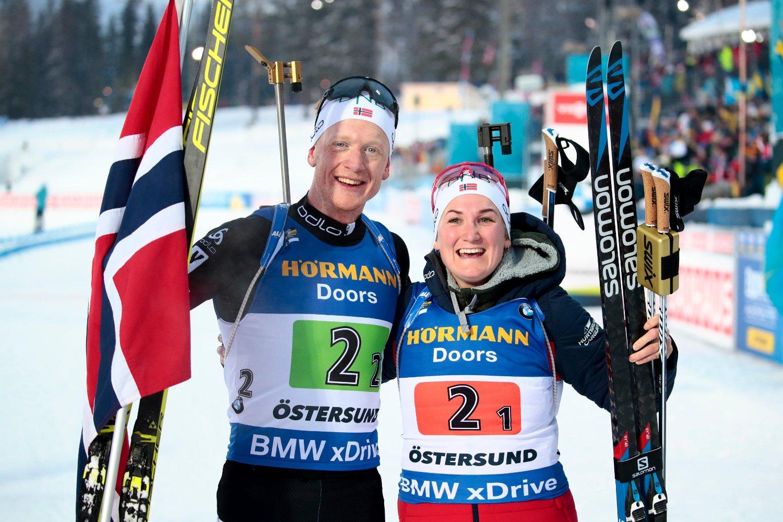 BLID GULL-DUO: Johannes Thingnes Bø og Marte Olsbu Røiseland seiret på den nye VM-øvelsen og sikret Norge en ny gullmedalje.