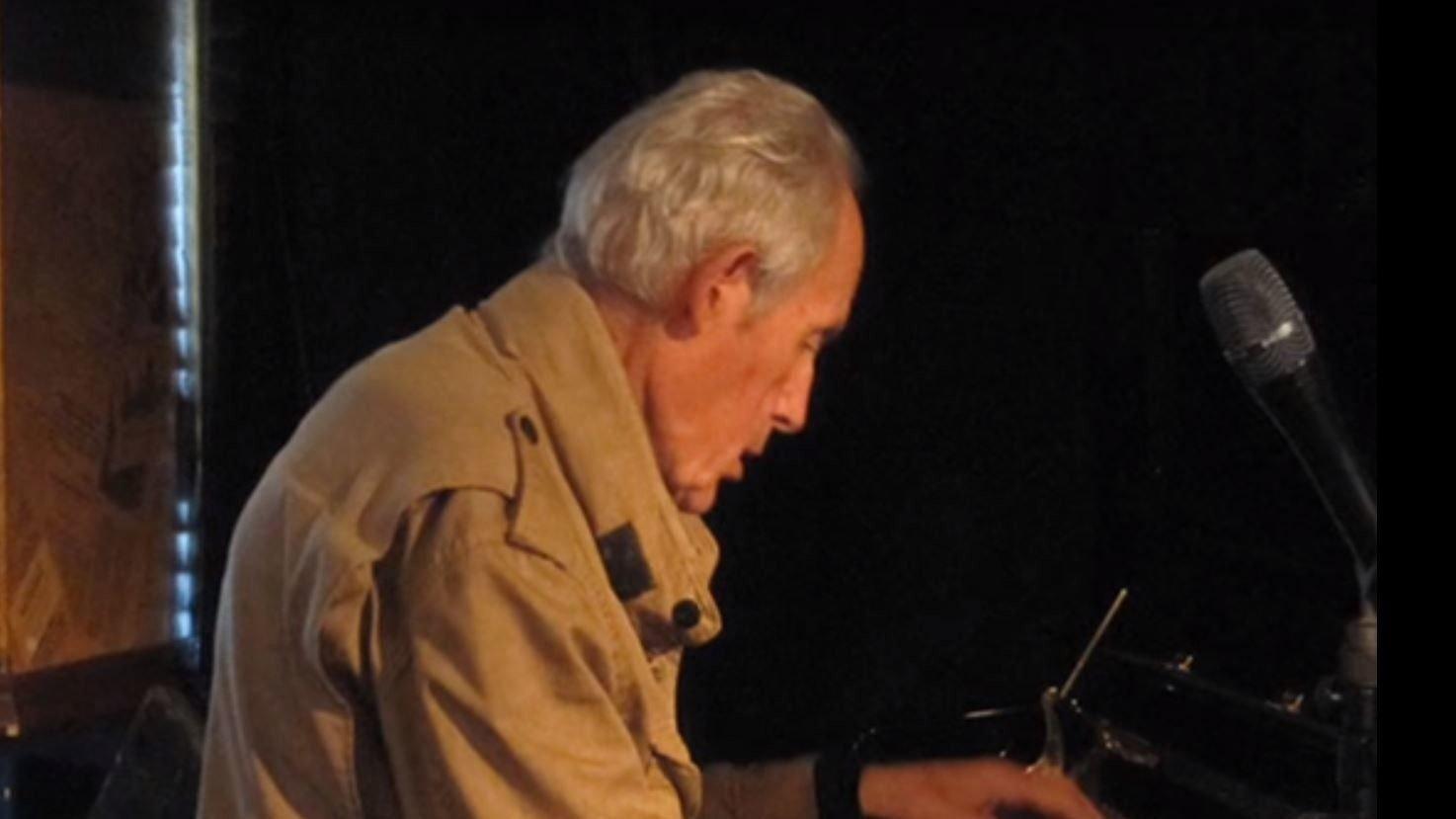 JAZZLEGENDE: Einar «Pastor'n » Iversen er død, 88 år gammel. Iversen regnes som en av Norges fremste pianister og jazzmusikere. Her fra en privat konsert i 1998.