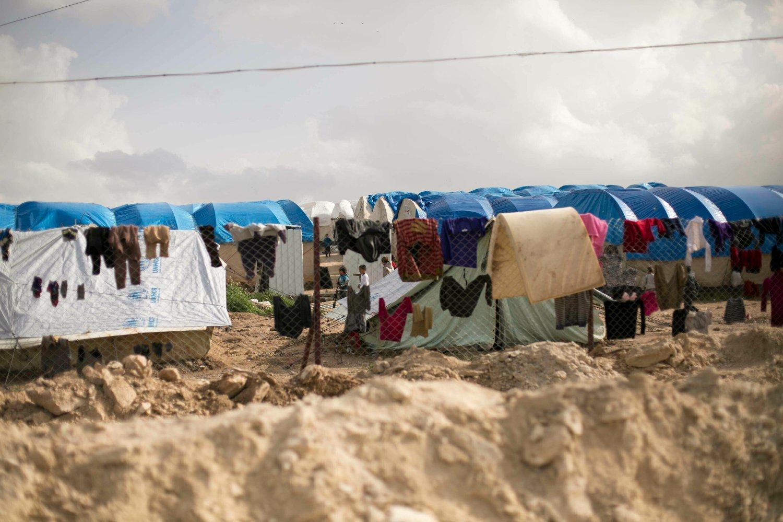 KAN HENTES HJEM: Flere norske barn og deres mødre sitter i flyktningleiren al-Hol i Syria. Røde Kors har tilbudt regjeringen hjelp til å hente de hjem til Norge. Foto: Maya Alleruzzo / AP / NTB scanpix