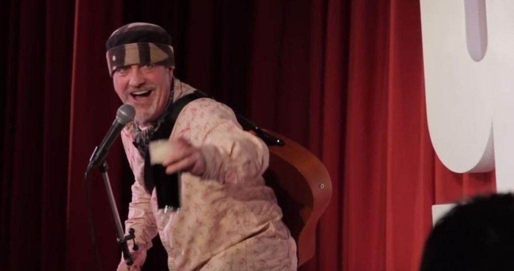 Den britiske komikeren Ian Cognito døde torsdag under et show Sør-øst i England. På bildet er han under et show i 2012.
