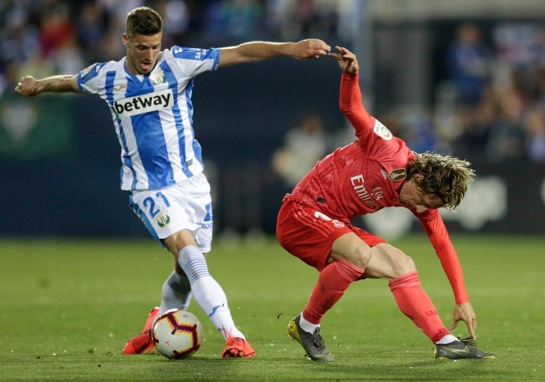 Real Madrid og Luka Modric måtte kjempe mot Leganés og Ruben Salvador Perez. Foto: Bernat Armangue / AP / NTB scanpix