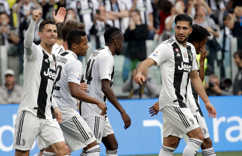 Cristiano Ronaldo og Juventus kunne glise for seier mot Fiorentina lørdag. Det sikret ligatittelen for Torino-klubben. Foto: Luca Bruno / AP / NTB scanpix