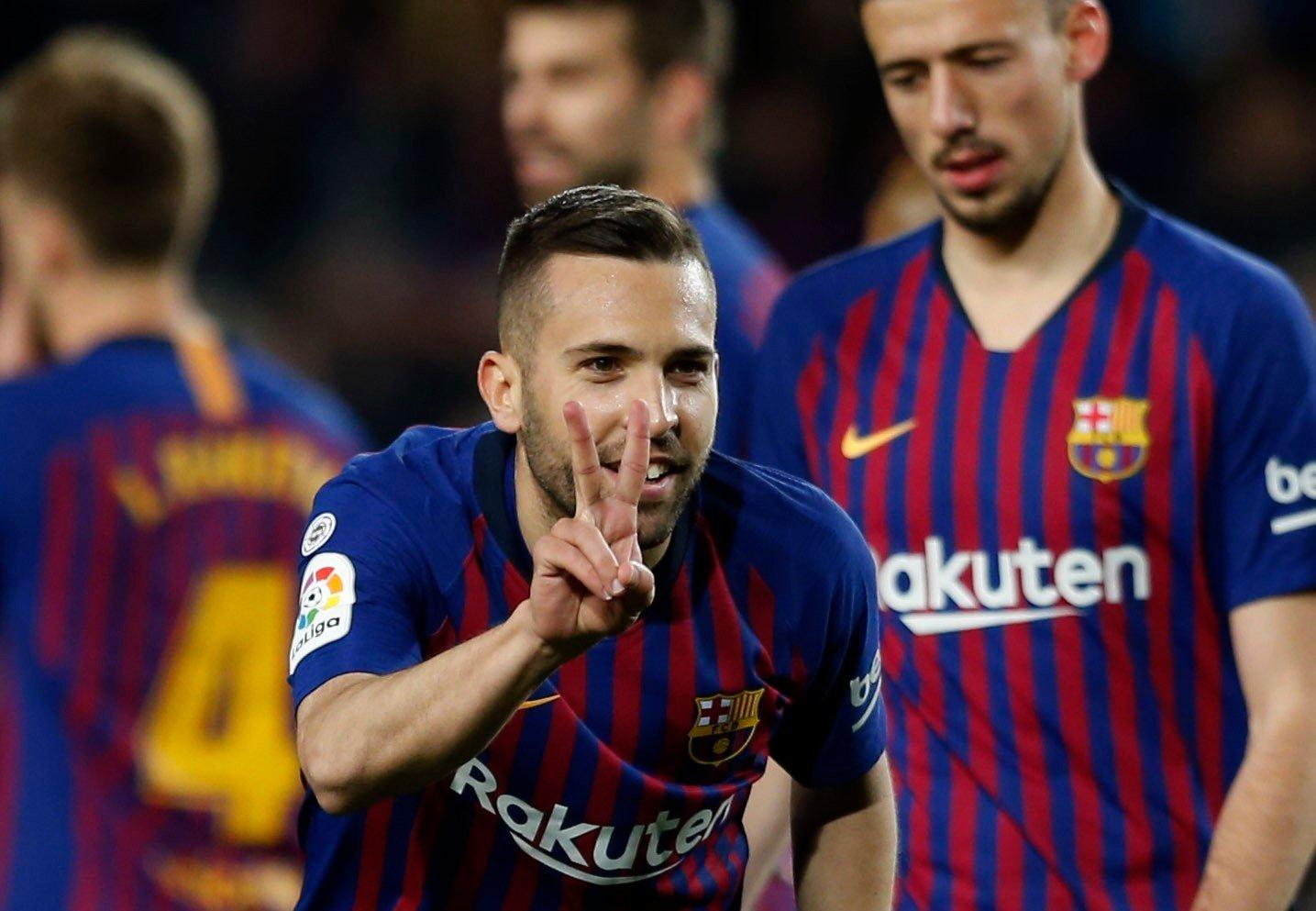 Jordi Alba ble matchvinner da Barcelona slo Real Sociedad 2-1 i La Liga lørdag. Foto: Joan Monfort / AP / NTB scanpix