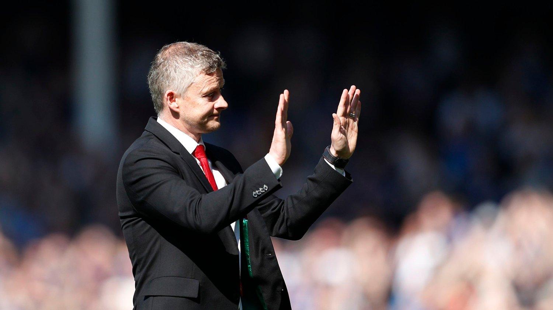 BEKLAGET: Ole Gunnar Solskjær gikk bort til supporterne og beklaget prestasjonen etter tapet mot Everton.
