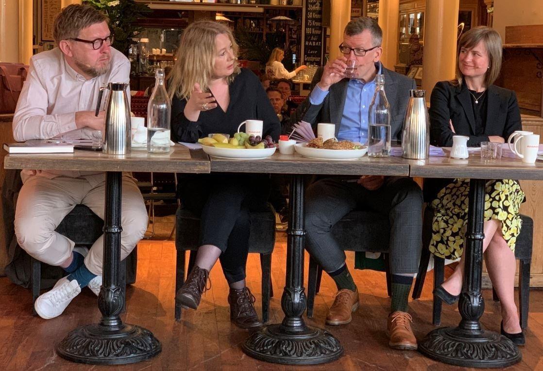 Svenske Fredrik Virtanen og Åsa Linderborg (Aftonbladet) møter Kjetil B. Alstadheim (DN) og Mari Skurdal (Klassekampen).