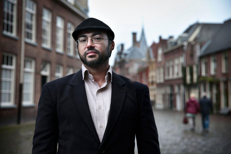 Bloggeren og forfatteren Iyad El-Baghdadi var statsløs palestiner før han fikk politisk asyl i Norge i 2015. Han har bodd i De forente arabiske emirater mesteparten av livet og er en profilert kritiker av Saudia-Arabias mektige kronprins Mohammed bin Salman.