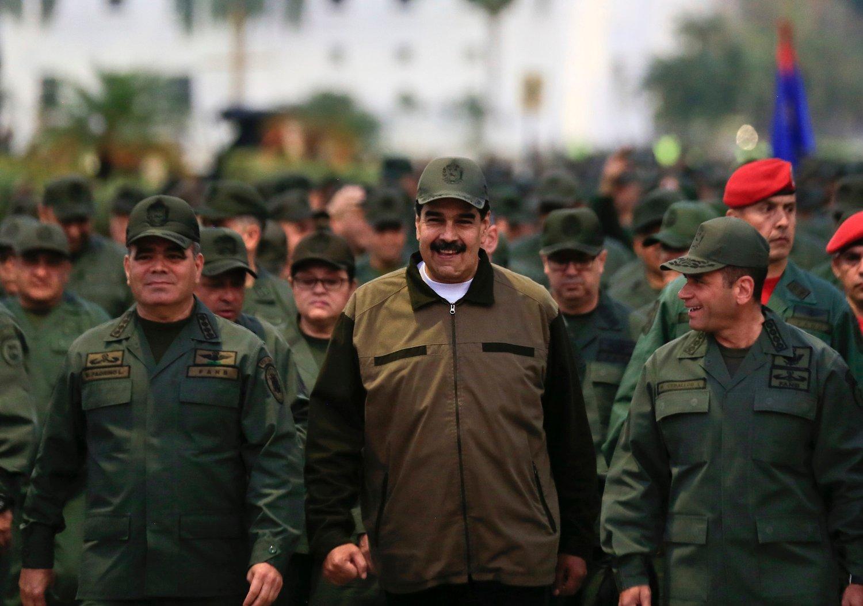 Representanter fra Nicolás Maduros regjering (midten) er i Oslo for å forhandle med opposisjonen i Venezuela om den politiske krisen ifølge latinamerikanske medier. Foto: AP / NTB scanpix