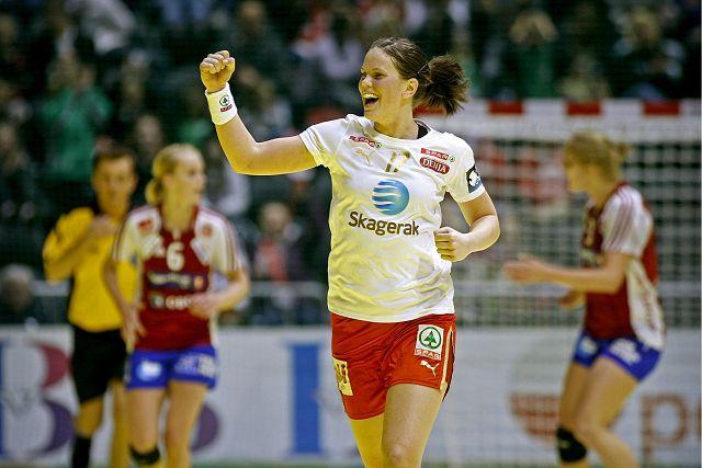 KOM INN OG TOK TAK: Tine Stange jubler etter å ha scoret et av sine til sammen fem mål i NM-finalen.