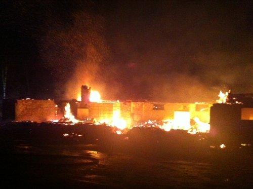 FULL FYR: Brann i Vandaskog skule. Foto: Tor Andre Johannessen
