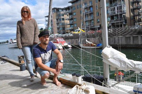 Pål Buran og Arnhild Lien ved seilbåten på Kaldnes før de legger ut